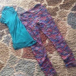 Lularoe leggings OS w free shirt sz small